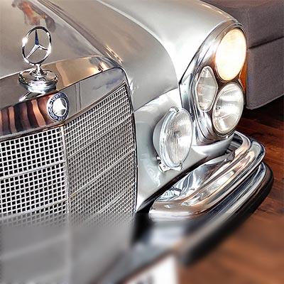Mercedes Suite - Erlebnis Luxus - auf vier Ebenen im ehemaligen Flughafentower; Autobett W108 W109;