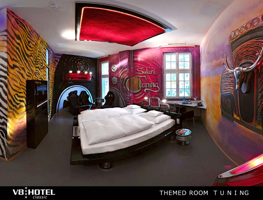 v8 tuning staying in the theme room in v8 hotel. Black Bedroom Furniture Sets. Home Design Ideas
