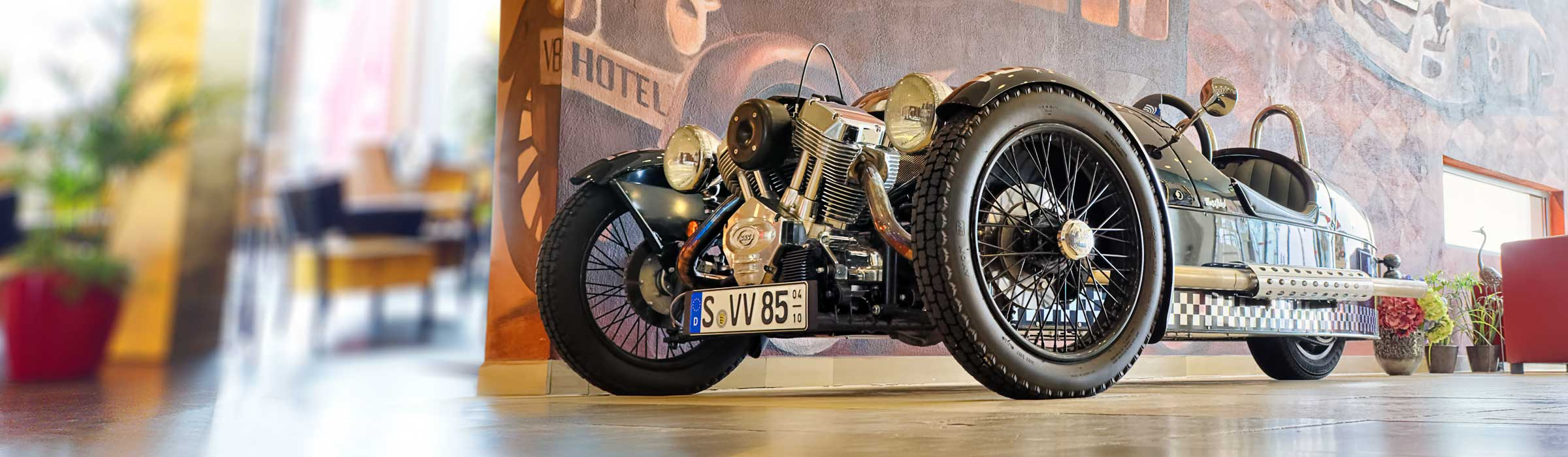 MORGAN THREE WHEELER Lobby V8 Hotel Themenhotel Motorworld Stuttgart